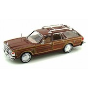 1979 Chrysler LeBaron Town Country Wagon Red With Woodie Siding - Showcasts 73331 - 1 24 Scale Diecast Model Car