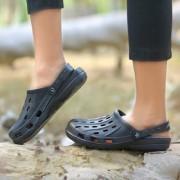 Svaar Light Weight Black Crocs