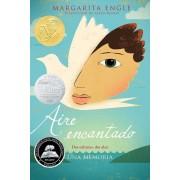 Aire Encantado (Enchanted Air): DOS Culturas, DOS Alas: Una Memoria, Paperback