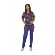 Costum medical Butterfly, cu bluza cu imprimeu si pantaloni mov cu elastic