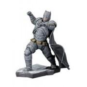 Figurina DC Batman vs Superman Batman Artfx+