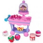 Set cu 8 Figurine Carucior si mini dulciuri Shopkins Dlish Donut and Strawberry Kiss