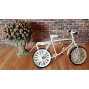 Bicicleta din metal culoare alba