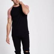 River Island Mens Black contrast raglan sleeve slim fit T-shirt (Size XS)