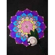 Cearceaf de plaja model floare de lotus cu petale colorate suprapuse cu dungi