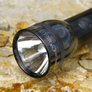 Efficient Maglite torch 2 D-Cell, black