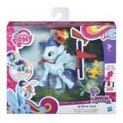 Jucarie My Little Pony Friendship Is Magic Rainbow Dash Winning Kick Poseable Pony