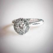 Halo-Diamantring vitguld