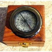 Busola cu lupa in cutie de lemn
