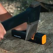 Dispozitiv pentru ascutit topoare si cutite Fiskars Xsharp