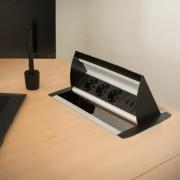 Rejtett elosztó - 3-as felnyíló kivitel 2 x USB, 2,1A szálcsiszolt
