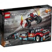 LEGO® Stunt-Show mit Truck und Motorrad