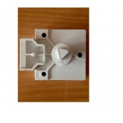 Cerradura triangular plástico resbalon