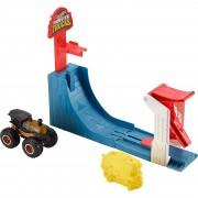Mattel Hot Wheels Monster Trucks Mega Sprung-Blaster mit 1:64 Die-C