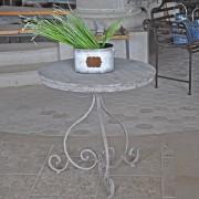 Table ronde romantique en fer