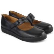 Clarks Un Briarcrest Black Leather Casuals For Women(Black)