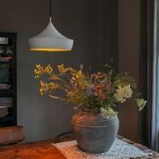QAZQA Nowoczesna lampa wisząca biała z złotym wnętrzem - Paul