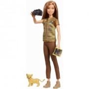 Papusa Barbie fotojurnalista (National Geographic)