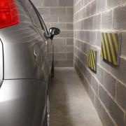 Černo-žlutý pěnový pás na ochranu stěn - délka 50 cm, šířka 25 cm a výška 2,5 cm
