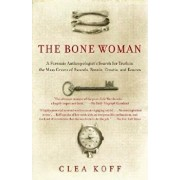 The Bone Woman: A Forensic Anthropologist's Search for Truth in the Mass Graves of Rwanda, Bosnia, Croatia, and Kosovo, Paperback/Clea Koff