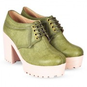 Trendy Look Taking Attention Boots For Women (Green)