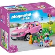 Playmobil City Life - Masina de familie cu loc de parcare