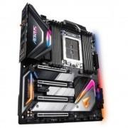 Gigabyte X399 AORUS XTREME Mainboard matična ploča Baza AMD TR4 Faktor oblika ATX Set čipova matične ploče AMD® X399