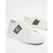 Fred Perry - Underspin - Naturvita sneakers i twill med kontrastränder - 254