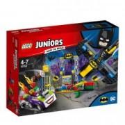 LEGO JUNIORS Atacul lui Joker in Batcave 10753 pentru 4-7 ani