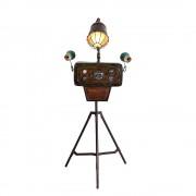 Stehlampe in Kupferfarben ungewöhnlich