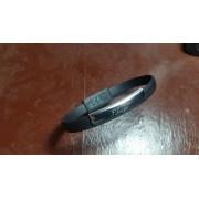 Bratara incarcator USB cu placuta metalica gravata cu textul tau.