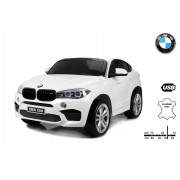 BMW X6 M Mașinuță electrică pentru copii, Albă, Două Scaune din Piele, 2x 120W, Licență Originală, Cu Baterii, Uși care se deschid, frână electrică, 2x motoare, Baterie 12V10Ah, Telecomandă 2.4 Ghz, roți ușoare EVA, pornire Lină