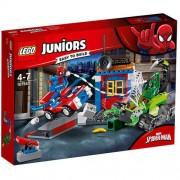 Set de constructie LEGO Juniors Confruntarea dintre Omul Paianjen si Scorpion