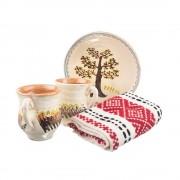 Pachet cadou de Craciun cu doua cani si o farfurie din ceramica de Horezu si un stergar traditional