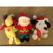 """Peanuts Charlie Brown, Woodstock or Snoopy. Plays """"Linus and Lucy"""" Choice of One"""
