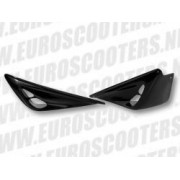 Sideskirts F1 look Yamaha Aerox Zwart