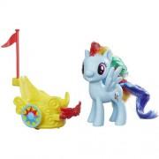 Figurina Hasbro My Little Pony Rainbow Dash cu vehicul pentru gala
