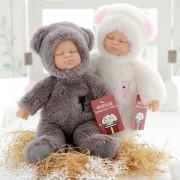 Papusa bebe in costum de ursulet care spune Ingerasul