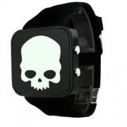 Koponyás LED-es digitális szilikon szíjas fekete óra