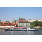 Egy órás városnéző sétahajózás Prágában 1 fő részére