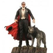 Diamond Select Toys Universal Monsters Select: Dracula Action Figure
