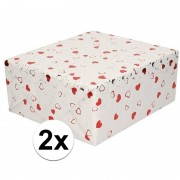 Shoppartners 2x Inpakpapier/cadeaupapier metallic wit hartjes 150 x 70 cm