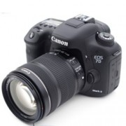 "Canon EOS 7D MARK II в комплект с обектив Canon EF-S 18-135mm IS STM, водо/прахоустойчив, 20.2Mpix, 3.0""(7.62cm) LCD Display, 1080p Full HD Video, micro HDMI, micro USB, SDXC слот"