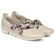 Clarks Tri Accord Nude Pink Combi Sneakers For Women(Multicolor)