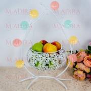Suport fructe sub forma de leagan decorat cu flori