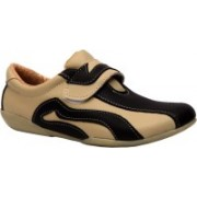 Trilokani Casual Shoes For Women(Natural)