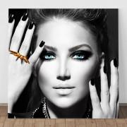 Tablou Canvas Fata cu Ochii Albastri BGM3 (Optiuni Tablou: 120x120cm)