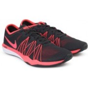 Nike WMNS NIKE DUAL FUSION TR HIT Training & Gym Shoes For Women(Pink, Black)