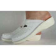 Saboti/Papuci albi din piele naturala dama/dame/femei (cod V200)