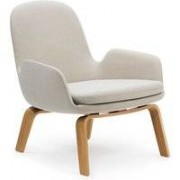 Normann Copenhagen Era Lounge Chair Low loungestoel met eiken onderstel Breeze Fusion wit